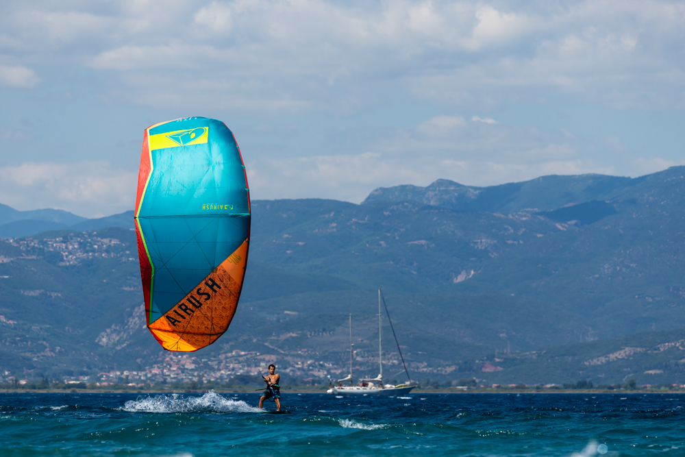 THE WORLD'S FAVORITE FREERIDE KITE – LITHIUM V10 9