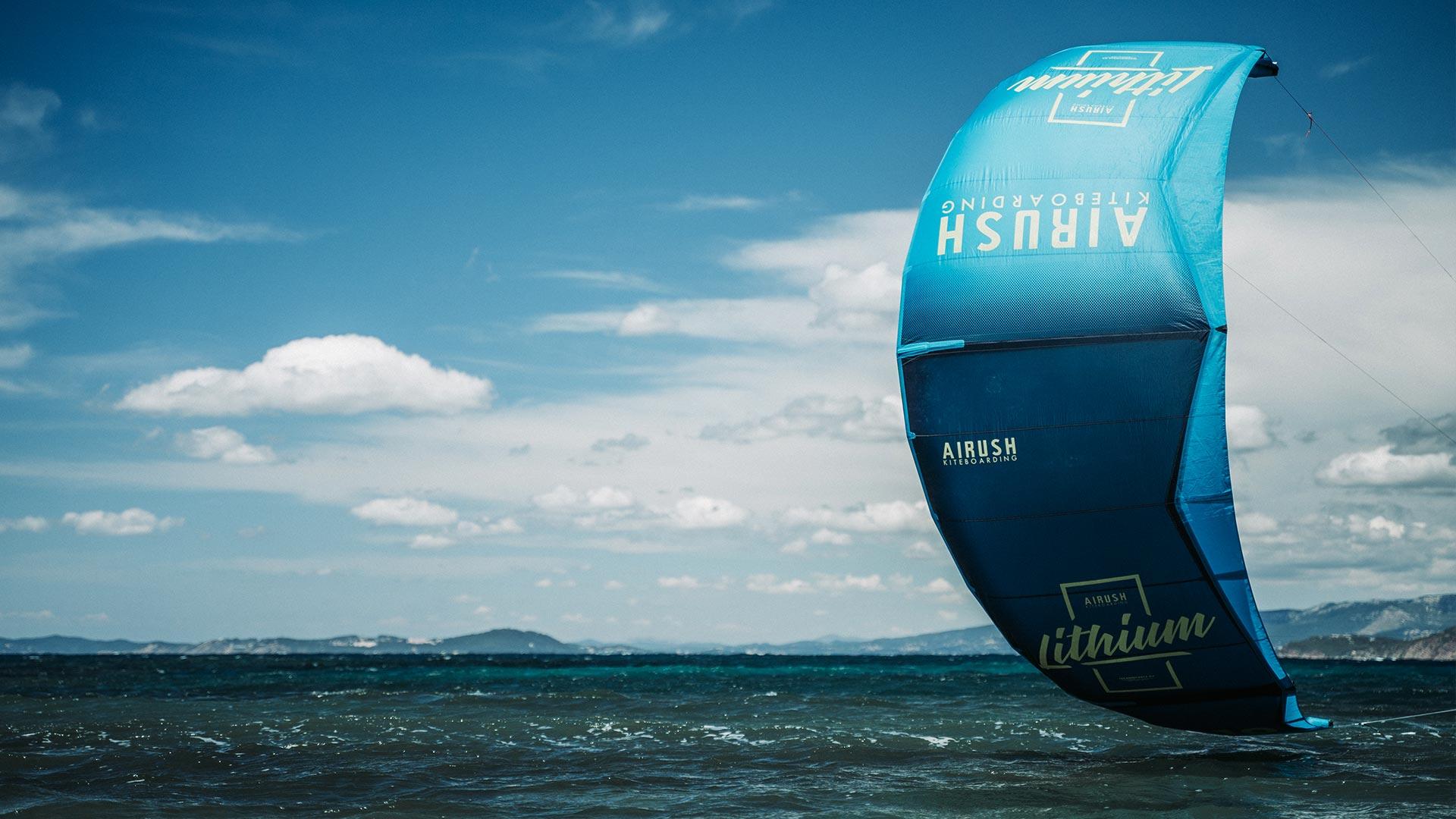 21_Airush_Gallery_Kites_Lithium_Navy_img_08