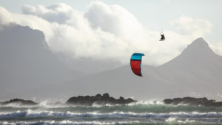 21_Airush_Gallery_Kites_Lift_Red_img-03