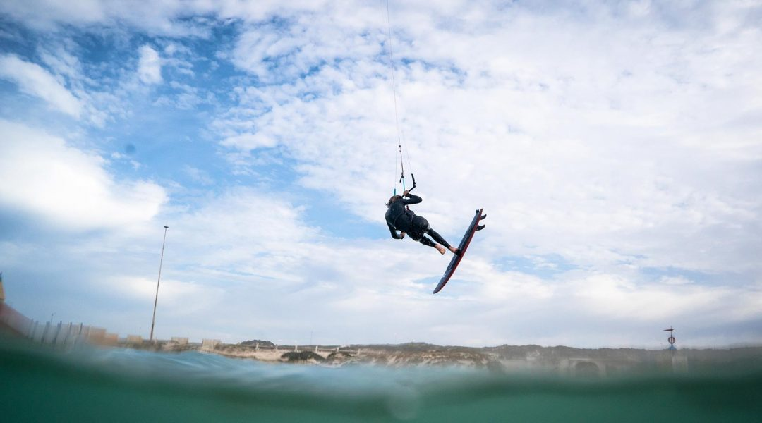 21_Airush_Gallery_Surf-Directionals_Cypher_Red_img-01
